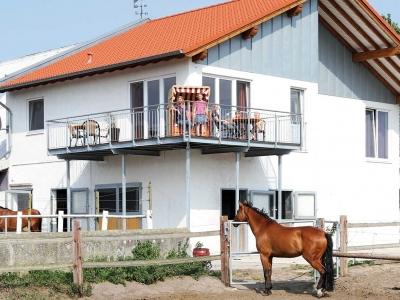 thumb_ruederfewo-balkon-pferdimg4990r